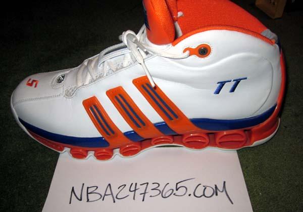 5eb028a7b71 Tim Thomas s left shoe